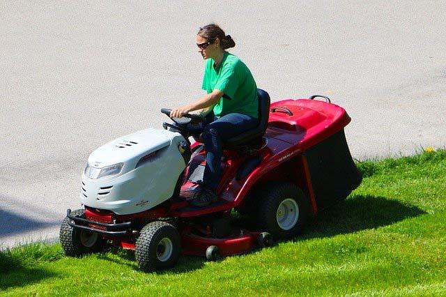 tondeuse tonte de pelouse espace vert jardinage
